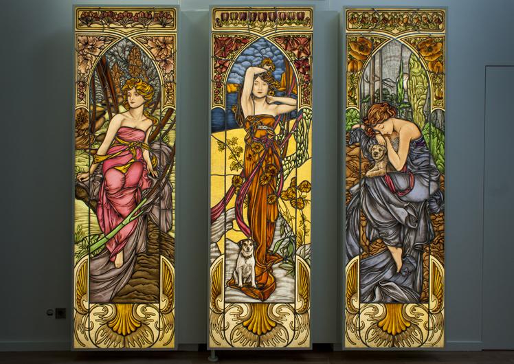 Hochwertige Glasmalerei nach Alfons Mucha, Jugendstil. Die Morgenröte, Der Mittag, Die Nacht.