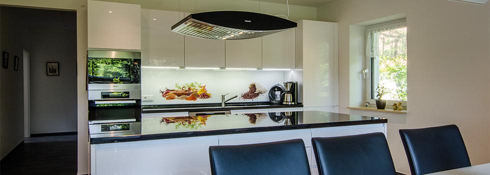 k chenr ckwand aus glas farbig mit fotodruck beratung. Black Bedroom Furniture Sets. Home Design Ideas