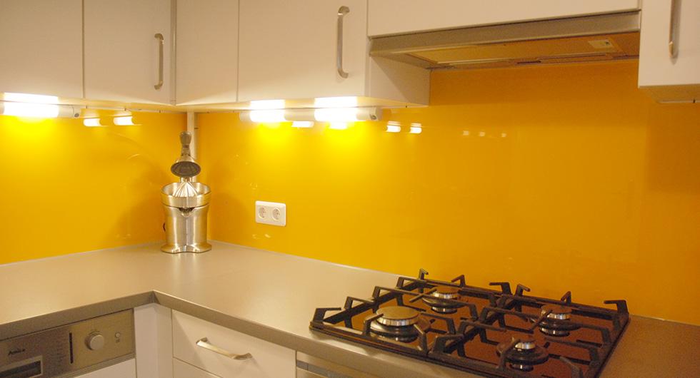 Glas Küchenrückwand als Spritzschutz, Wandpaneele, Nischenglas farbig und mit Foto | BERLIN-GLAS, Berlin