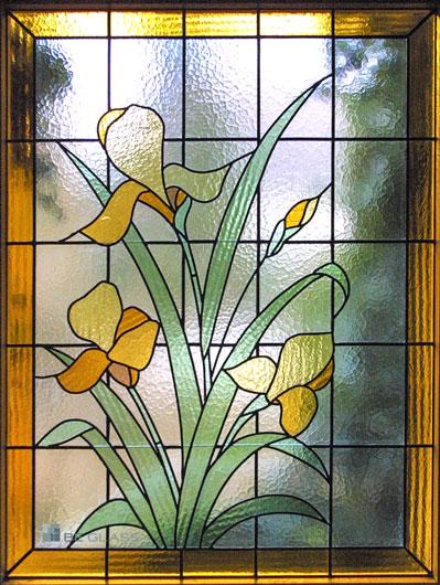 Bleiverglasung als Fensterverglasung, das florale Motiv Iris aus Echt-Tischkathedralglas und Ornamentglas, handgefertigt.