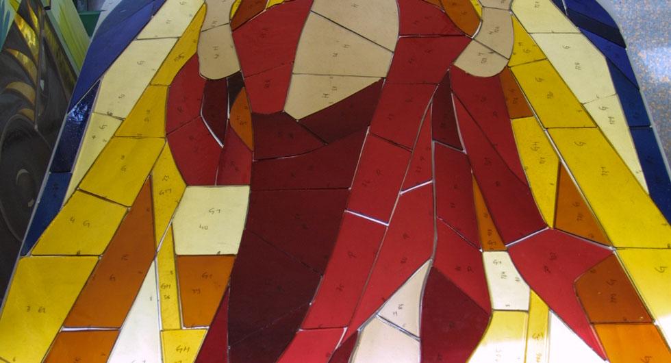 Glaszuschnitt für die Bleiverglasung des expressionistischen Kirchenfensters - Auferstehungsfenster.