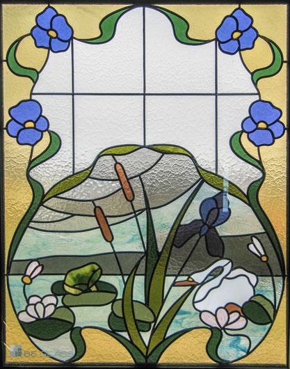 Bleiverglasung Schwan als Fensterverglasung aus Echt-Tischkathedralglas und Coloreszentglas. Jugendstilmotiv mit Seelandschaft und Schwan.