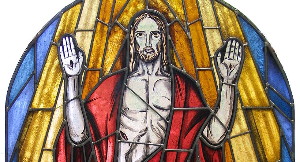 Detailansicht des expressionistischen Kirchenfensters - Auferstehungsfenster. Glasmalerei und Bleiverglasung.