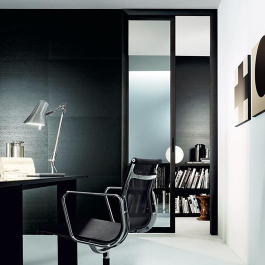 Quadrante, exklusive Design-Drehflügeltür aus Glas von Rimadesio. Glastür mit patentierten regulierbaren Scharnieren