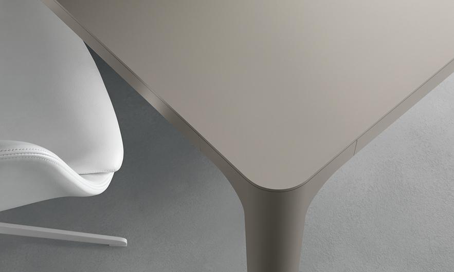 Flat von Rimadesio - Designer Tische für Privat und Büro.