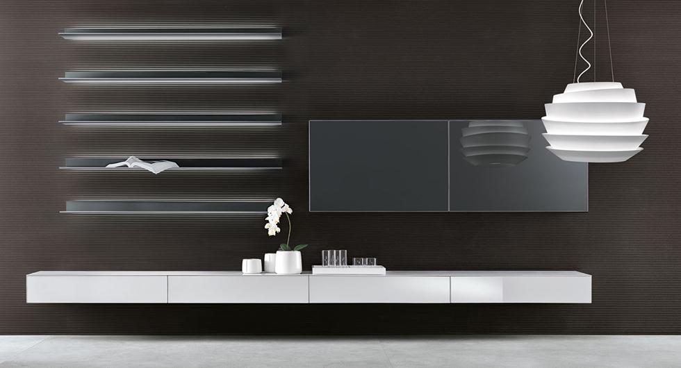 Exklusives Regalsystem Eos von Rimadesio. Designer Regal aus lackiertem Glas und Aluminiumrahmen. Mit einem integrierten Beleuchtungssystem.