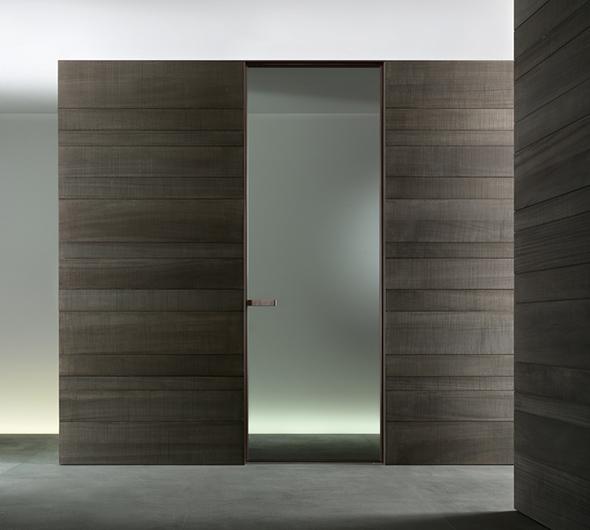 Vela - die exklusive Design-Pendeltür aus Glas von Rimadesio mit patentiertem Magnetschließprofil oder magnetischem Türschloss.