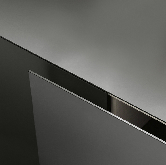 Kleine Exklusive Kommode Eileen von Rimadesio. Designer Sideboard - hier Detailansicht Tür.