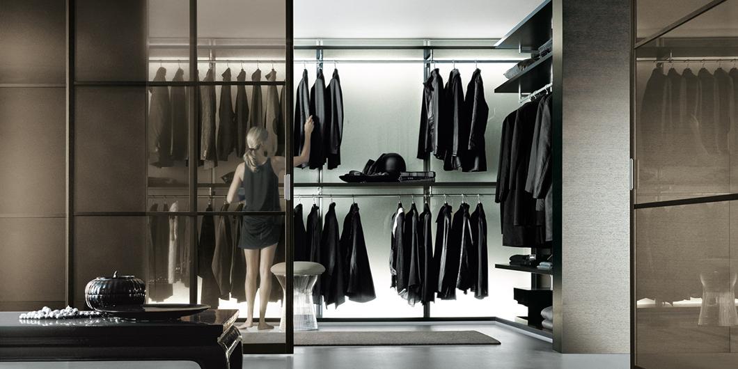 Begehbarer Schrank - Ankleidesystem Dress Bold von Rimadesio. Einrichtungsbeispiel: Eck-Anordnung