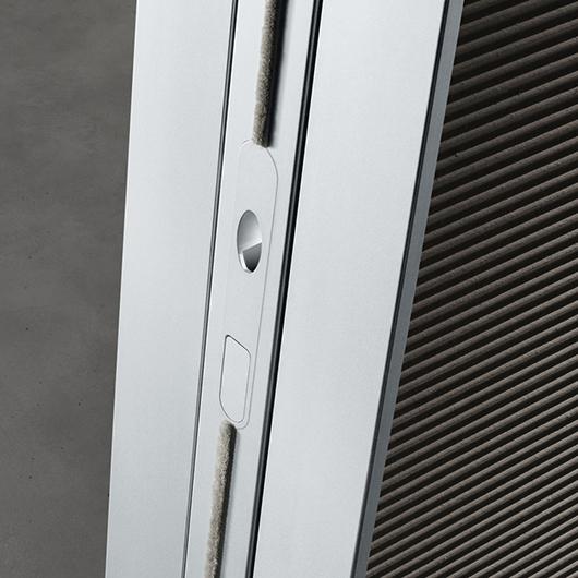 Flügeltür SPIN aus Glas von Rimadesio. Griffe mit dem exklusiven magnetischen Schloss.