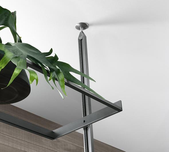Zenit Schranksystem von Rimadesio - neuartiges Anbausystem mit Aluminiumpfosten - Detaiansicht der Anbindung an die Zimmerdecke.