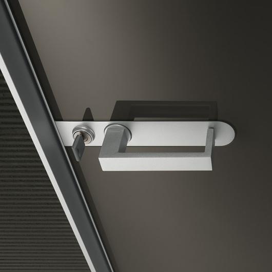 Aura - lackierte Glastür von Rimadesio mit patentiertem Magnet-Verschluss und Schloss im Griff integriert, mit Schlüssel.