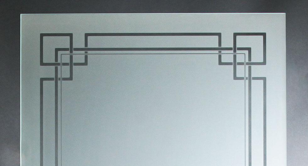 Detailansicht mattierte Glasscheibe mit transparentem, klarem, klassischen Motiv für Innentüren oder Fenster.