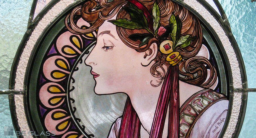 Detailansicht der hochwertigen Glasmalerei Motiv Lorbeer nach Alfons Mucha, Jugendstil, als Fensterverglasung oder Raumteiler