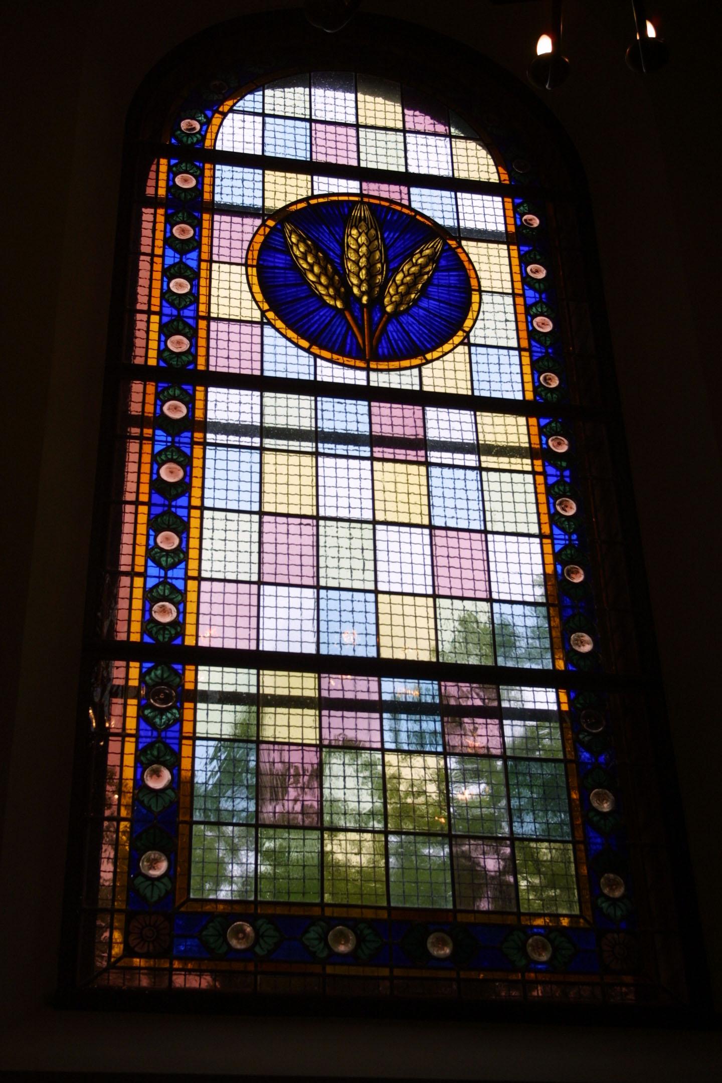 Kirchenfenster der St. Marien am Behnitz, Bleiverglasung und Glasmalerei individuell gefertigt Motiv Ähren