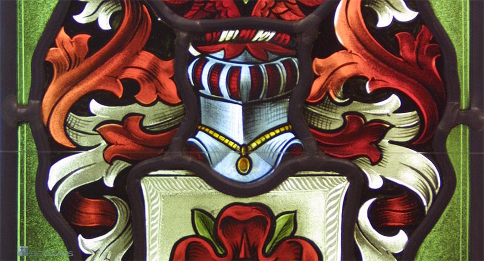 Details eines individuell angefertigten Familienwappens als exklusive Bleiverglasung mit aufwendiger handgemalter Glasmalerei.