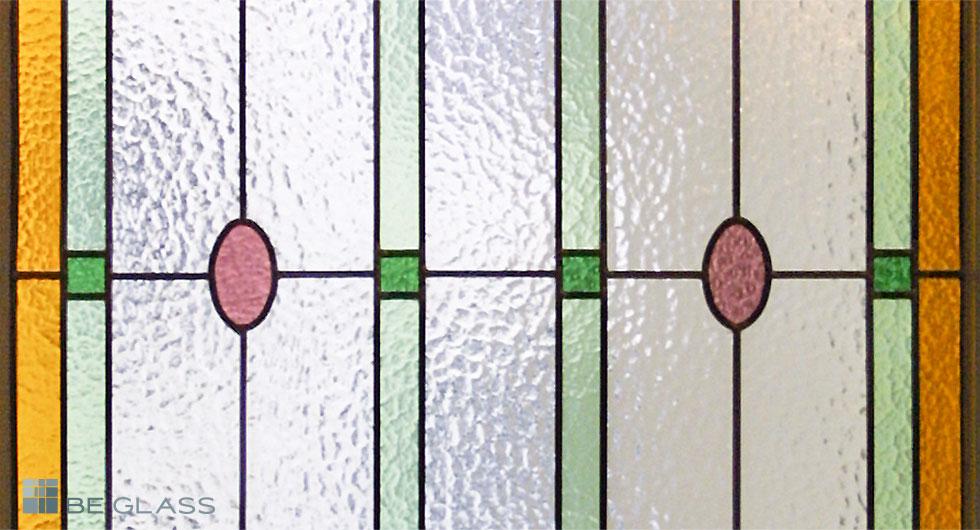 Detailansicht der Bleiverglasung Ovale als Fensterverglasung aus Echt-Tischkathedralglas und Ornamentglas
