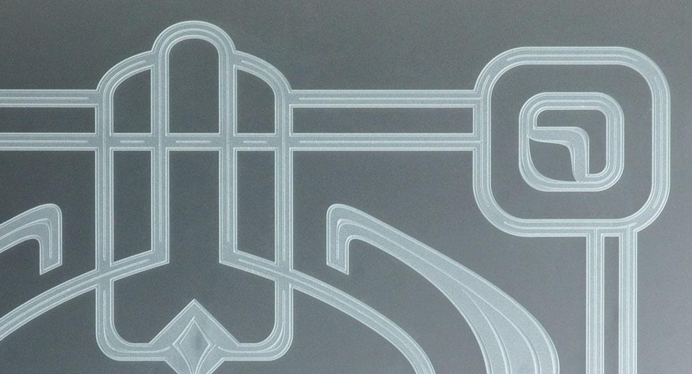 Detailansicht einer Glasscheibe mit 3-Stufen-Mattierung. Motiv Matt in Matt im Art Deco Stil