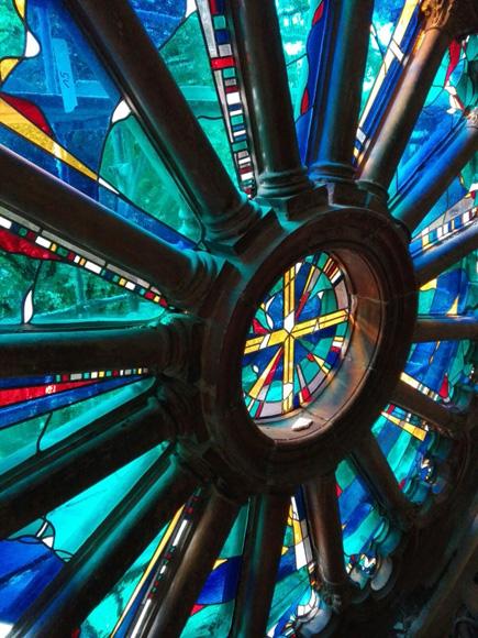 Fensterrose der Katholische Kirche St. Michael in Berlin, Bleiverglasung individuell gefertigt aus mundgeblasenem Echtantikglas