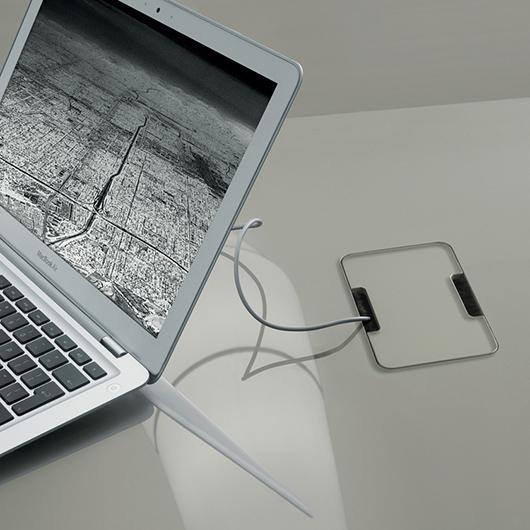 Flat von Rimadesio - Designer Tische und erweiterbare Tischsysteme für Büros und Tagungsräume mit Kabeldurchführung.