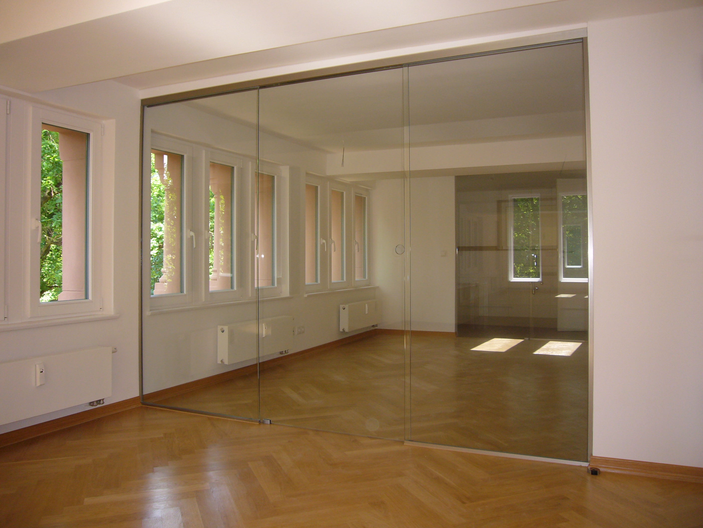 Glas-Schiebetüren mit Seitenteilen