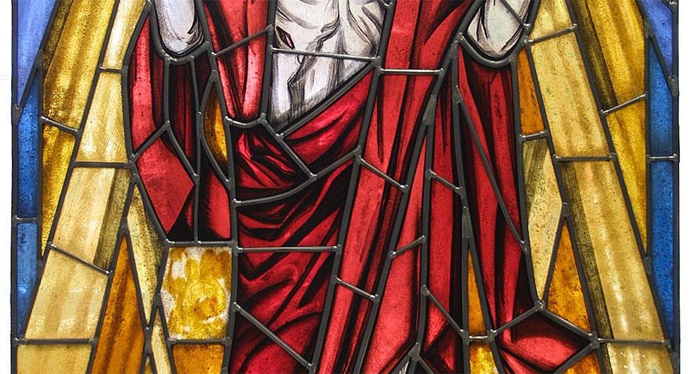 Detailansicht des expressionistischen Kirchenfensters - Auferstehungsfenster. Glasmalerei und Bleiverglasung - Gewand.