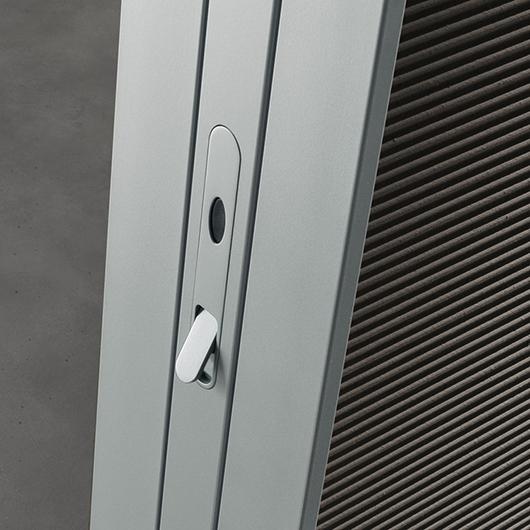 Link+ Glastür von Rimadesio mit magnetischem Schloss geräuscharm schließend.