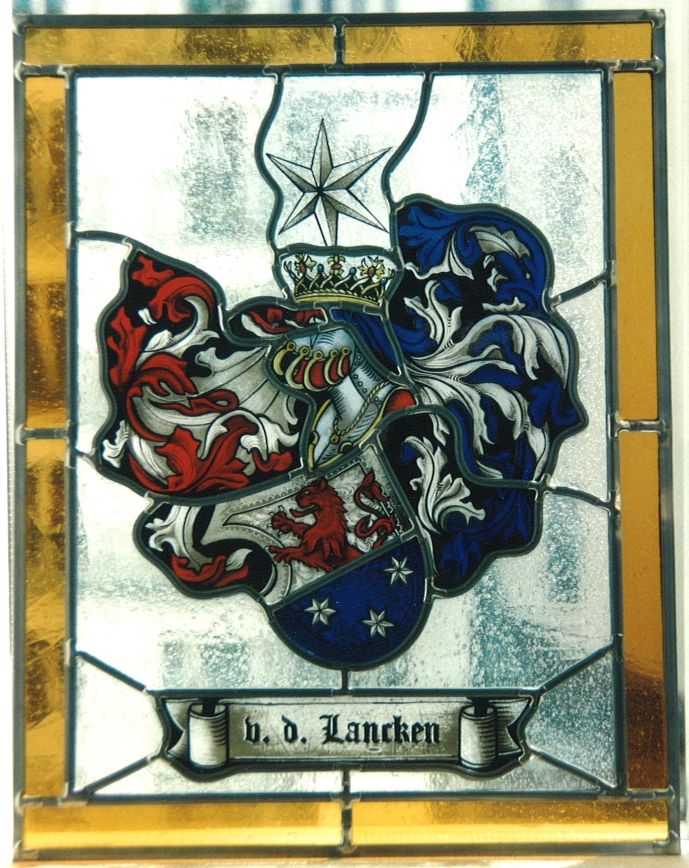 Familien-Wappen als exklusive Bleiverglasung mit aufwendiger Glasmalerei, individuell angefertigt. Handgemalt auf Echtantikglas.