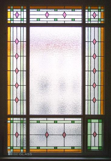 Klassisches Treppenhausfenster mit Bleiverglasung Motiv Karo aus Echt-Tischkathedralglas und Ornamentglas