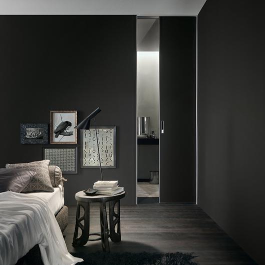 Exklusive Tür Moon von Rimadesio - Moon, die flächenbündige Glastür, die Tür und Wand ineinander fließen lässt.