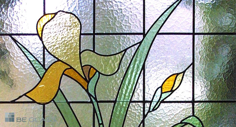 Detailansicht Bleiverglasung Iris aus Echt-Tischkathedralglas und Ornamentglas, handgefertigt.