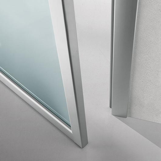 Quadrante, exklusive Design-Drehflügeltür aus Glas von Rimadesio - Zarge aus Aluminium.