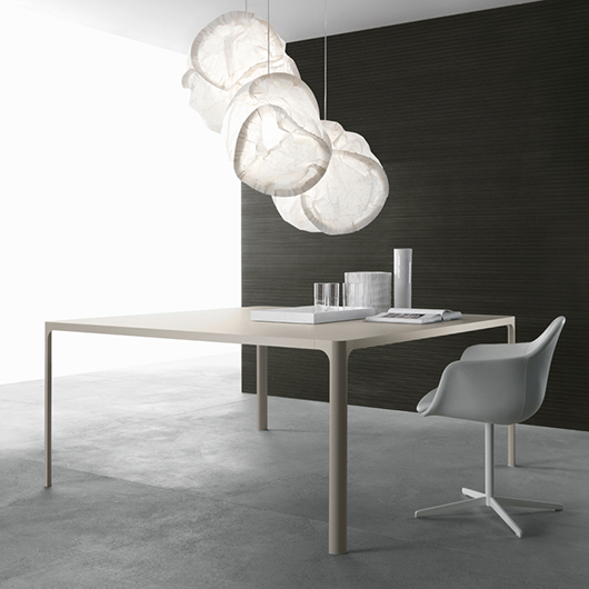 Flat von Rimadesio - Designer Tische und Glastische. Erweiterbare Tischkombinationen für Home- und Office-Bereich.
