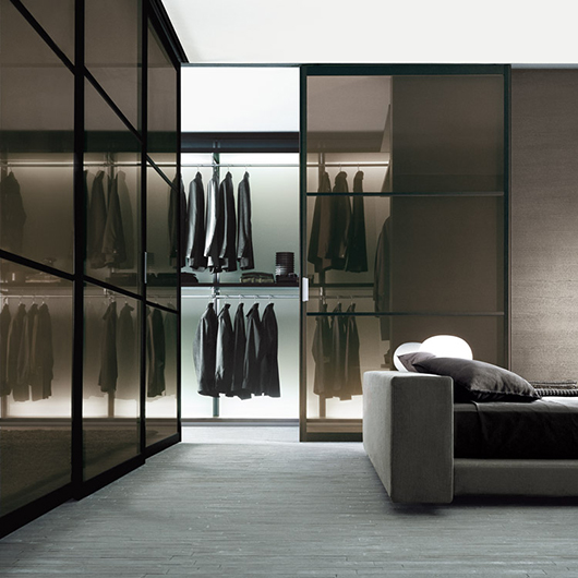 Ankleidesystem Dress Bold von Rimadesio - Begehbarer Schrank. Einrichtungsbeispiel