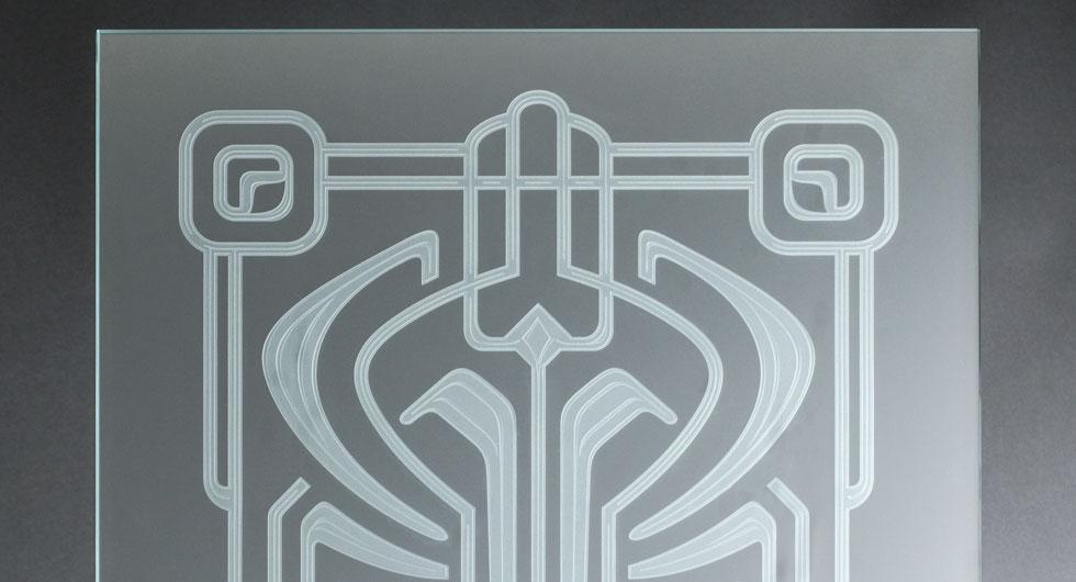 Detailansicht einer Glasscheibe mit 3-Stufen-Mattierung. Motiv im Art Deco Stil
