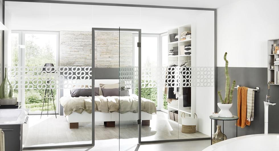 glaswand mit t r raumteiler systeme aus glas beratung. Black Bedroom Furniture Sets. Home Design Ideas