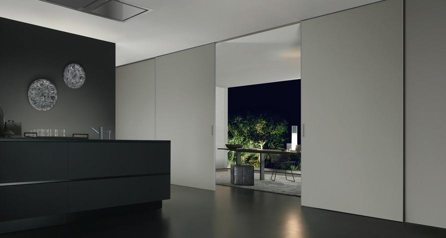 Graphis plus Glasschiebetür-System von Rimadesio aus lackiertem Glas und Aluminium Profilen als Raumteiler.