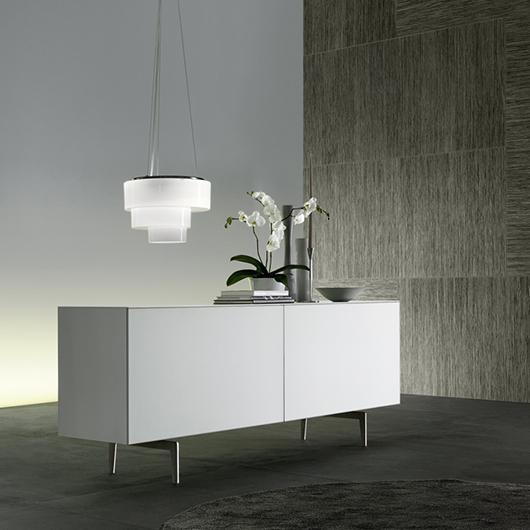 Exklusives Designer Sideboard/Kommode Eileen von Rimadesio, komplett aus lackiertem Glas und gebürstetem Nickel-Rahmen.