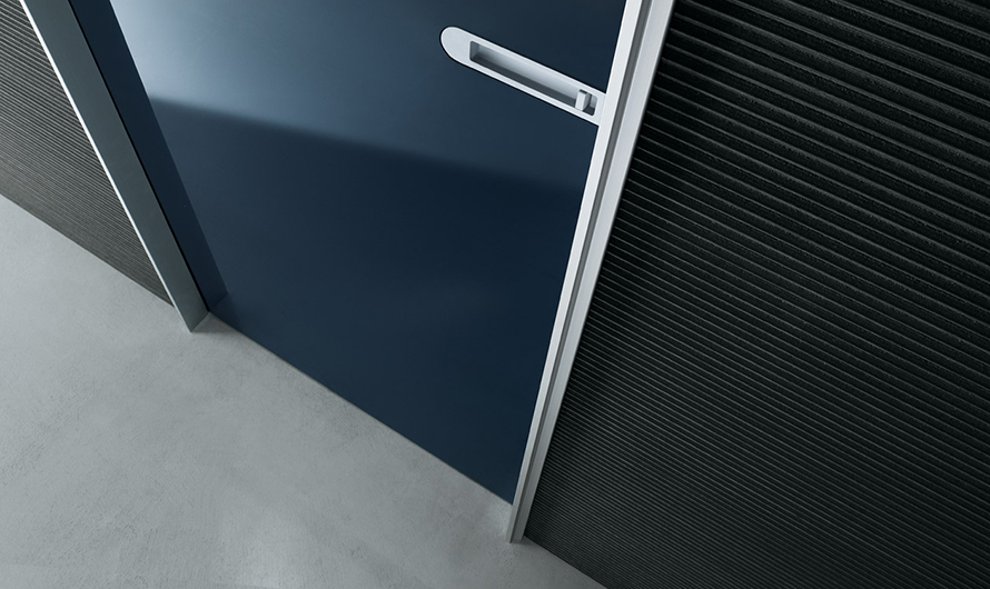 Link+ Glastür von Rimadesio mit magnetischem Schloss, abschließbar und geräuscharm schließend.