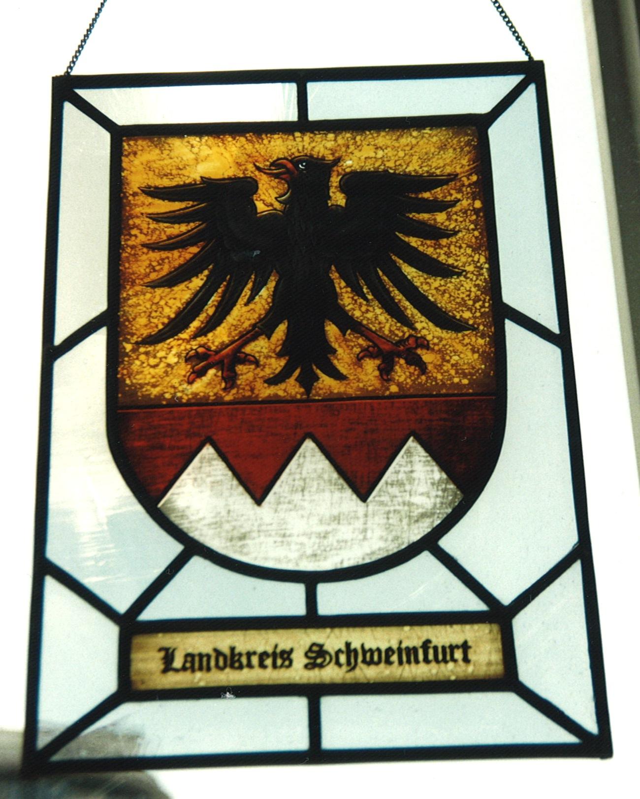 Landkreiswappen Schweinfurt als Glasmalerei individuelle angefertigt. Wappen handgemalt auf Echtantikglas.
