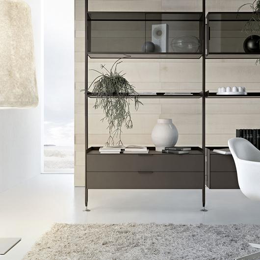 Zenit Schranksystem von Rimadesio - neuartiges Anbausystem mit Aluminiumpfosten, Schrankelementen aus Glas und mit Schubladen.