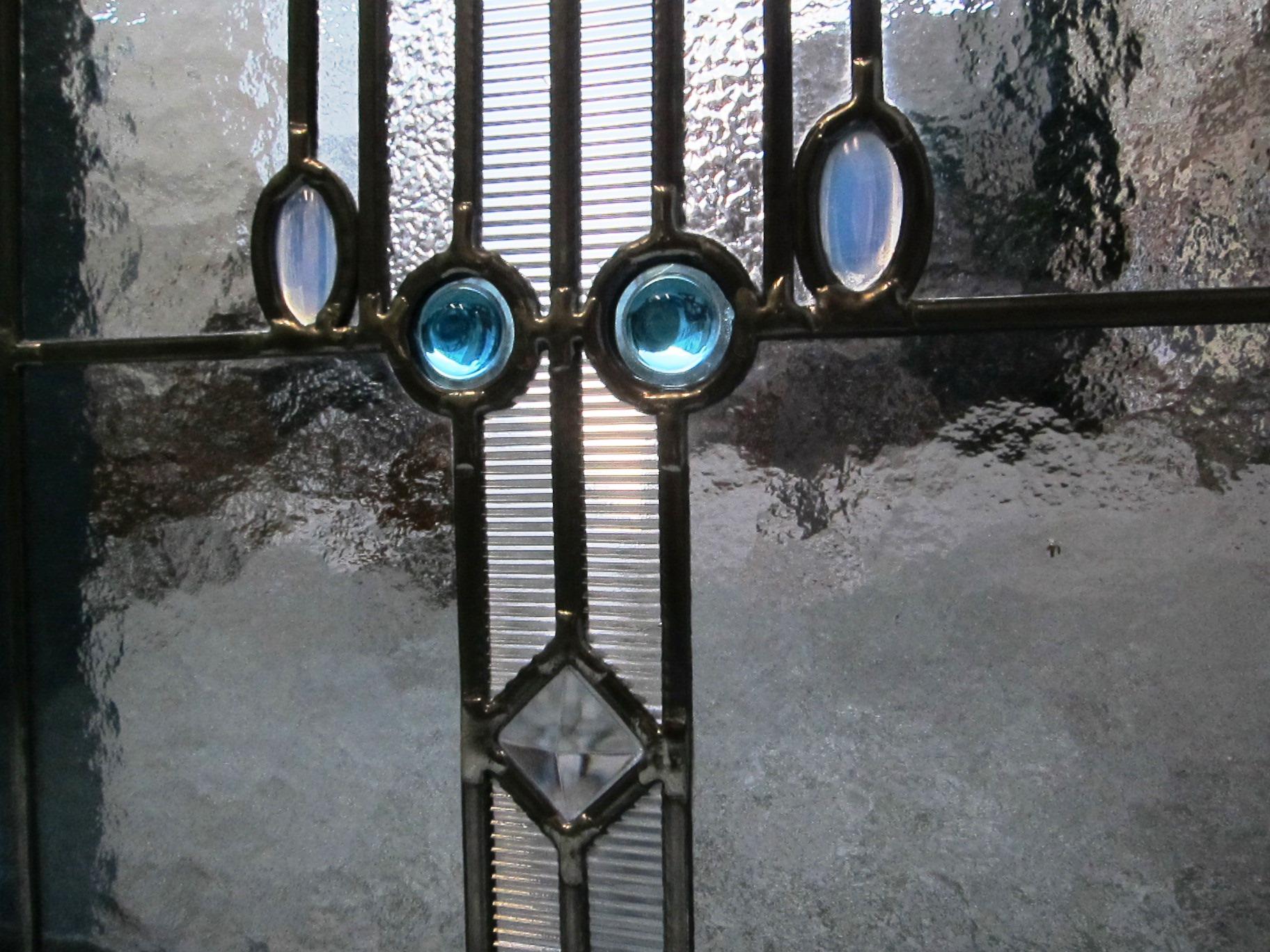 Fensterbild Kristall, Detailansicht, Bleiverglasung, Tischkathedralglas, Ornamentglas und Glasprismen