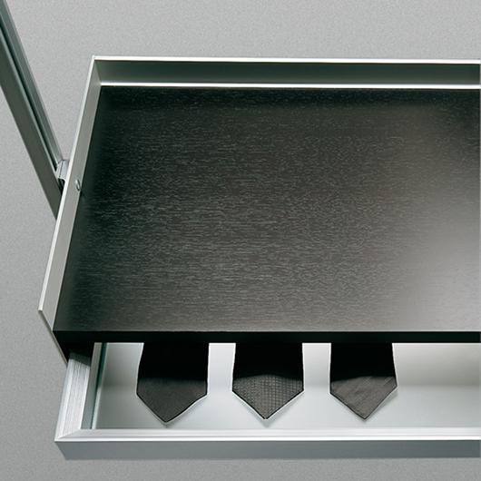 Zenit Kleiderschränke, Ankleidesysteme von Rimadesio. Begehbaren Ankleiden und Schranksysteme. Hier Schubladenelement.