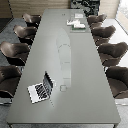 Flat von Rimadesio - Designer Tische und erweiterbare Tischsysteme für Büros und Tagungsräume.
