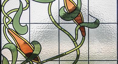 Detailansicht Jugendstilmotiv Schnecke, handgefertigte Bleiverglasung als Fensterverglasung in alter Technik
