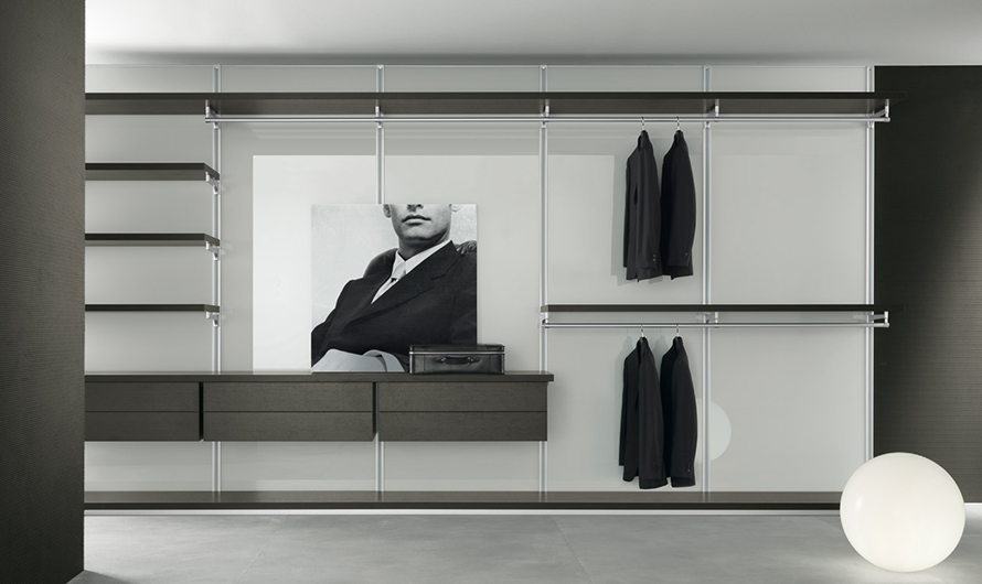 Ankleidesystem Dress Bold von Rimadesio - Begehbarer Schrank: Einrichtungsbeispiel mit Regalböden, Kleiderstangen und Schubladen