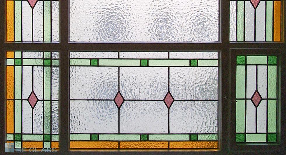 Detailansicht Bleiverglasung eines Treppenhausfensters mit Echt-Tischkathedralglas und Ornamentglas