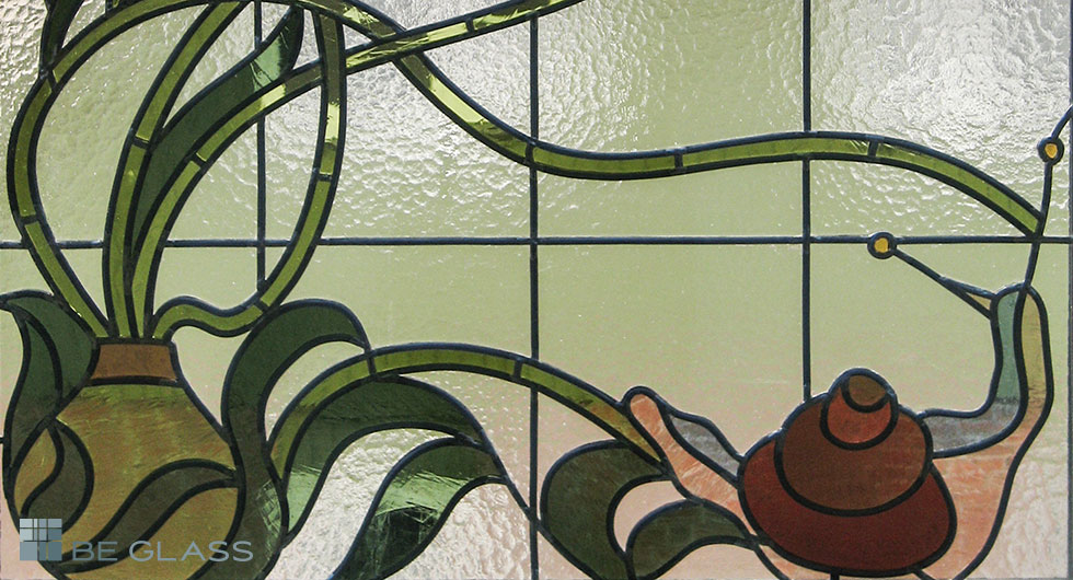 Detailansicht Jugendstilmotiv Schnecke, handgefertigte Bleiverglasung aus Echt-Tischkathedralglas und Echt-Antikglas.