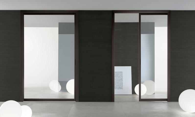 Siparium von Rimadesio ist ein System von Glaspaneelen, die als Schiebe- oder Falttür genutzt werden können.
