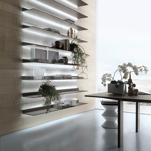 Exklusives Regalsystem Eos von Rimadesio aus 8 mm starkem lackierten Glas und Aluminiumrahmen mit einem integrierten Beleuchtungssystem.